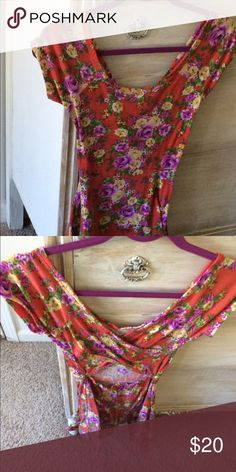 Orange Floral Junior Small Wet Seal Dress The back of this has a really interesting crisscross design. It has yellow and purple flowers with green leaves. It is quite small and could fit an XS in juniors sizing. You can machine wash it. It has been worn so there is some minor fading and pilling. Wet Seal Dresses