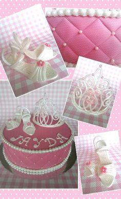 Een echte prinsessen taart inclusief tiara en schoentjes