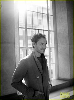 Jude Law Doesn't Care What People Write About Him in Tabloids: Photo Jude Law is all about the serious stare in these brand new images from his hot photo shoot with Mr Porter. Actors Male, Actors & Actresses, Most Beautiful Man, Beautiful People, Amazing People, Jude Law Style, Jude Low, Actor Studio, Hey Jude