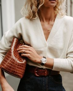 Discover recipes, home ideas, style inspiration and other ideas to try. Fashion 2020, Look Fashion, Daily Fashion, Everyday Fashion, Fashion Outfits, French Fashion, Fashion Fall, Fashion Tips, Business Outfit Damen