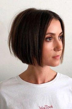 45 Edgy Bob Haircuts To Inspire Your Next Cut. Edgy bob haircuts are best for those of you who are dreaming of some change in your lives but have no clue Bob Style Haircuts, Modern Bob Haircut, Blunt Bob Haircuts, Line Bob Haircut, Choppy Bob Hairstyles, Bob Hairstyles For Fine Hair, Brown Bob Haircut, Edgy Haircuts, Bob Haircut Fine Hair