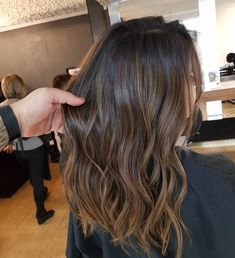 curtidas, 40 comentários - Douglas Garcia Hairstylist ✂️ ( - Hair and Hair Brown Hair With Blonde Highlights, Brown Balayage, Balayage Brunette, Short Hair Ombre Brown, Brown Hair With Lowlights, Subtle Highlights, Ombre Hair Color, Hair Color Balayage, Brown Hair Colors