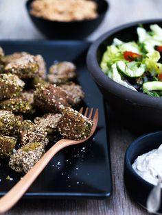 Jeg synes, det var på tide at genoplive LCHF-vegetar-kategorien med en af mine yndlings-vegetarretter, nemlig falafler. Jeg elsker falafler og laver dem også gerne med kikærter efter mere tradition…