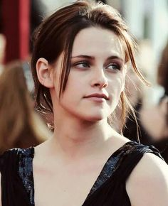 """""""People hate Kristen Stewart because she's insecure and shy. It scares people that she's normal."""" -Julia Roberts ♥"""