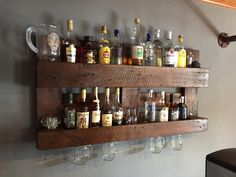 Flaschenregal aus alter Europalette / wall shelf for bottles from old wooden euro-pallet