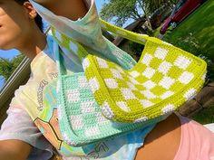 Cute Crochet, Crochet Crafts, Crochet Projects, Crochet Designs, Crochet Patterns, Crochet Shoulder Bags, Crochet Handbags, Crochet Basics, Crochet Accessories