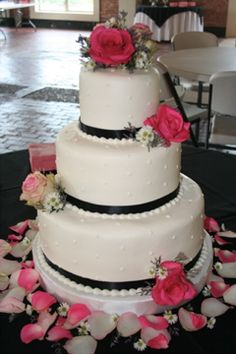 Black & pink... Melissa's future wedding cake?