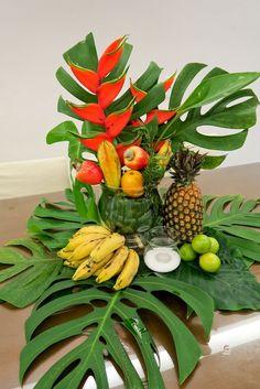 Tropical Homes Decor Aloha Party, Moana Birthday Party, Moana Party, Luau Party, Tropical Home Decor, Tropical Colors, Tropical Party, Tropical Flowers, Tropical Furniture