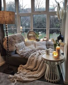 Cozy Living Rooms, Home And Living, Modern Living, Cozy Reading Rooms, Modern Sofa, Cozy Reading Corners, Small Living, Corner Reading Nooks, Dining Rooms