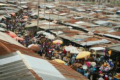 The Kejetia Market, in the heart of Ashanti Kumasi, Ghana, throbs with life and commerce, and is West Africa's largest open air market. #market #ghana @AdamCohn