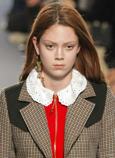 Natalie Westling: modelo fica mais bonita com os cabelos castanhos ou vermelhos