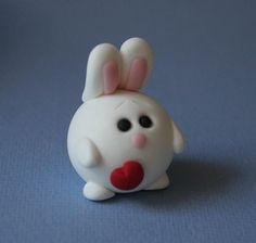 Love this polymere clay bunny. Sculpey Clay, Cute Polymer Clay, Polymer Clay Animals, Cute Clay, Polymer Clay Charms, Polymer Clay Projects, Polymer Clay Creations, Clay Crafts, Clay Figurine