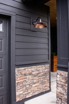 Modern Spring Porch With Black Exterior - Taryn Whiteaker Black Exterior, Exterior Colors, Porch Makeover, Cool Diy Projects, Beautiful Homes, Diy Home Decor, Home Improvement, Holiday Decor, Spring