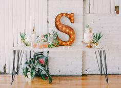 We've seen it so many times now that it's pretty much a given — Delovely Creative just knows how to create gorgeous events. This modern tropical wedding inspiration shoot brings beach-y styling to an industrial setting, for a styled shoot that ends up being nothing short of honest to goodness perfection with the added help [...]