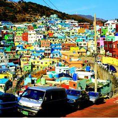 #Corea del Sur, Busan. #Construcciones atrevidas, esculturóricas, sostenibles y factibles que estuvieron a punto de hacerse realidad, es la propuesta de Dionisio González, quien viaja por el #mundo para habilitar los espacios urbanos condenados a desaparecer.