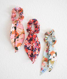 Rifle Paper Co Floral Scrunchie Scarves! 8 color choices: Mint Pink Cream Green Navy Red Periwinkle Blue Black Or choice of three! Diy Hair Accessories, Scarf Hairstyles, Floral Fabric, Floral Scarf, Hair Ties, Sewing Crafts, Creations, Handmade, Etsy