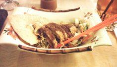 Chicken Katsu Mie Oriental ditambah Pangsit Goreng dan acar sayur.