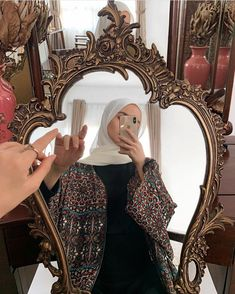 Casual Hijab Outfit, Hijab Dress, Hijabi Girl, Girl Hijab, Abaya Fashion, Muslim Fashion, Niqab, Beautiful Hijab Girl, Cool Girl Pictures