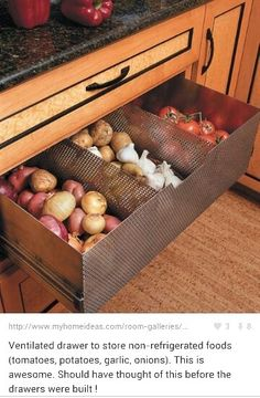 Ventilated drawer to store non-refrigerated foods (tomatoes, potatoes, garlic, onions) new kitchen interior design home design Kitchen Pantry, New Kitchen, Kitchen Ideas, Kitchen Decor, Pantry Ideas, Hidden Kitchen, Awesome Kitchen, Kitchen Hacks, Wall Pantry