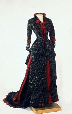 Evening dress of Empress Maria Fyodorovna, 1880-83, State Hermitage Museum