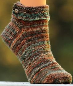 lovely design and yarn    lindasinklings:    lindasinklings:  loving socks.  If I tried to knit socks this might be the pattern.....