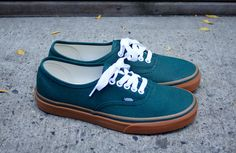 Vans Authentic 'June Bug'. But with the brown leather lacing to match the sides. I want these.