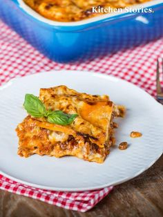 Klassische italienische Lasagne Classic Italian lasagna Related posts: Classic Italian Pasta Salad Penne Arrabbiata – the Italian classic Quick & Easy Italian Pasta Salad Zesty Italian Pasta Salad Easy Lasagna Recipe With Ricotta, Classic Lasagna Recipe, Classic Recipe, Sausage Lasagna, Cheese Lasagna, Lasagna Soup, Italian Lasagna, Lasagne Recipes, Pasta Carbonara