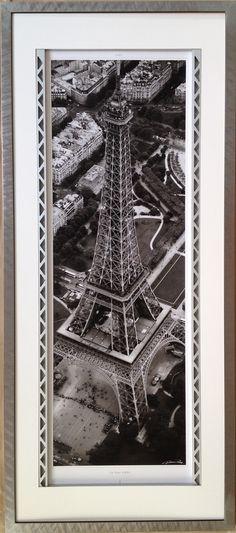 Cadre d'Odile ESCALLE de 90 cm avec profilé alu anodisé sur 2 cotés pour rappeler la structure de la Tour Eiffel
