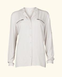 white shirt @ Paleis