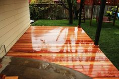 plataforma de madera brillante
