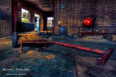 een verlaten gebouw in mijn woonplaats Zoetermeer