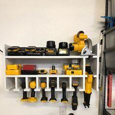 Cordless Drill Organizer – Storage shed – garage Garage Workshop Organization, Storage Shed Organization, Garage Tool Storage, Workshop Storage, Garage Tools, Diy Storage, Storage Ideas, Garage Workbench, Workbench Ideas