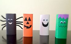 Juice boxes decorated for Halloween.  Easy craft to do with the kids and pass out at daycare/preschool.  The kids loved making them!