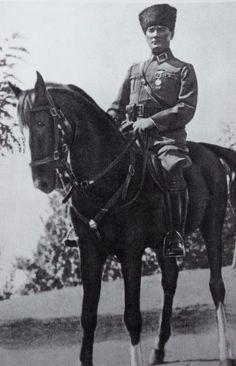 Mustafa Kemal Atatürk at Çanakkale ( Dardanelles ) Defense 18 March 1915 Turkish Military, Turkish Army, Republic Of Turkey, Turkish People, Photo D Art, Lectures, Modern Warfare, World War I, Military History