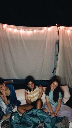 sleepover on the trampoline 🤙🏻 - Friends ☼ - jennifer Trampolines, Fun Sleepover Ideas, Girl Sleepover, Best Friend Bucket List, Best Friend Goals, Soirée Pyjama Party, Night Vibes, Summer Goals, Summer Aesthetic