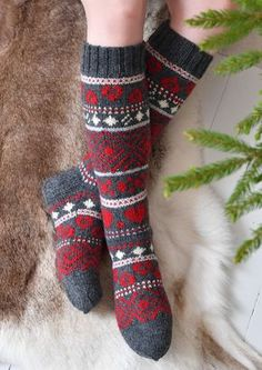 Tekstiiliteollisuus - teetee Salla Wool Socks, Knitting Socks, Hand Knitting, Fair Isle Knitting Patterns, Crochet Patterns, Knitted Cat, Knitting Accessories, Knee Socks, Knitting Projects