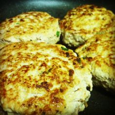 Thai Turkey Burgers - a quick lunch burger recipe for the working paleo-ite. 1 lb ground turkey 2 pinches ground ginger (like, less than 1/2 tsp) 2 garlic cloves, minced (or 1/2 t garlic powder) 1 1/2 T coconut aminos 2 t curry powder 2 scallions, finely chopped