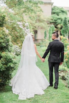 Photography : Dyanna LaMora Read More on SMP: http://www.stylemepretty.com/new-jersey-weddings/2016/08/29/stylish-black-tie-ballroom-wedding/