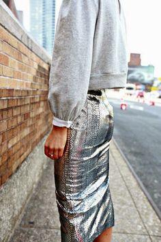 Look.inspiration, outfit, estilo, inspiração, street style, fashion, trend, moda, tendencia, get inspired, inspire-se, metallized, metalizado, metalico, skirt, saia