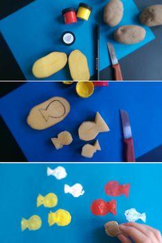 Einfach Bastelidee für den Unterwasserweltgeburtstag: Mit Kartoffeln ganz viele Fische drucken. Perfekt auch für kleine Meerjungfrauen!