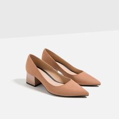 MEDIUM HEEL POINTED SHOES - Available in more colours  #flatlay #flatlays #flatlayapp www.flat-lay.com