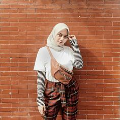 How to wear hijab muslim hair 37 ideas Street Hijab Fashion, Muslim Fashion, Ootd Fashion, Fashion 2020, Dress And Sneakers Outfit, Sneakers Fashion Outfits, Leggings Fashion, Casual Hijab Outfit, Hijab Chic