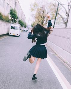 bunny._.baby / 쿄토에서 몹시 신난 나의 뒷모습 이번에 @dockgodie 작가님께서 이번에 세라복 사진집을 텀블벅에서 예약구매를…