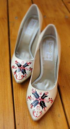 "Pantofi+pictati+""Traditional+Designs"" Painted Shoes, Flats, Wedding, Fashion, Stuff Stuff, Weddings, Loafers & Slip Ons, Valentines Day Weddings, Moda"