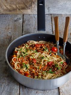 Spaghetti bolognese – en vegansk variant – Food On The Table – Oppskrifters Vegan Vegetarian, Vegetarian Recipes, Spaghetti Bolognese, Mexican Food Recipes, Ethnic Recipes, Roma Tomatoes, Meatless Monday, Kids Meals, Food And Drink