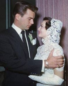 Net Image: Robert Wagner and Natalie Wood: Photo ID: . Picture of Natalie Wood - Latest Natalie Wood Photo. Celebrity Wedding Photos, Celebrity Wedding Dresses, Celebrity Weddings, Old Wedding Photos, Natalie Wood, Old Hollywood Wedding, Hollywood Glamour, Hollywood Couples, Hollywood Stars