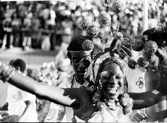 Neste carnaval, a coluna convida o leitor a viajar por antigos carnavais. Providencie confete, serpentina e fantasia. E divirta-se.