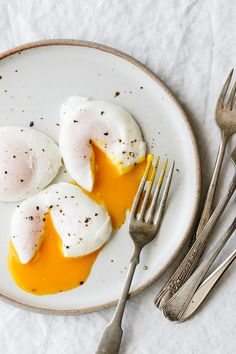 Cajun Delicacies Is A Lot More Than Just Yet Another Food Poached Eggs Are The Perfect Healthy Breakfast Recipe. Here's How To Poach An Egg Perfectly Every Time. Healthy Recipes, Healthy Foods To Eat, Healthy Snacks, Cooking Recipes, Weekly Recipes, Sunday Recipes, Microwave Recipes, Recipes Dinner, Vegan Steak