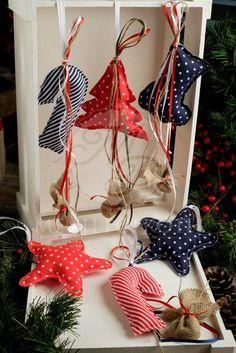 Χριστουγεννιάτικες κρεμαστές μπομπονιέρες βάπτισης αρωματικά μαξιλαράκια σε διάφορα Χριστουγεννιάτικα σχέδια