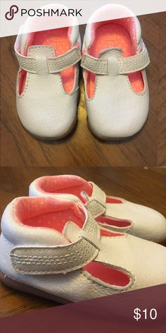 Carters 6-9 month infant shoes NEVER WORN! Carters Infant 6-9 month shoes Smoke free pet free home! Carter's Shoes Baby & Walker